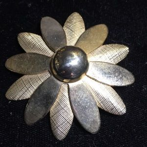 Vintage signed Sarah Coventry gold tone flower pin